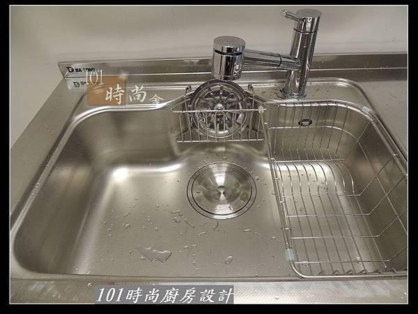 @二字型廚房設計 不鏽鋼檯面+中島櫃 廚具工廠直營 作品分享:政大二街(112).jpg