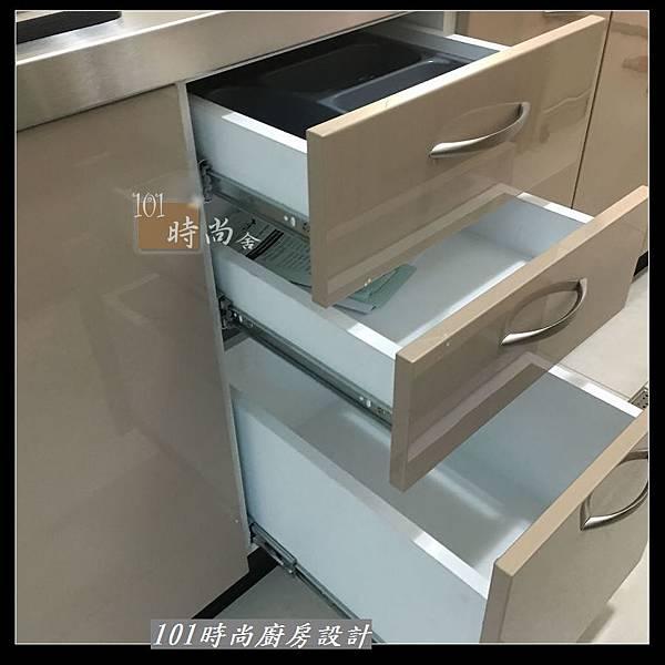 @不鏽鋼檯面 一字廚房設計作品分享:中和黃公館(87).JPG
