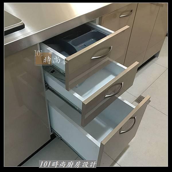 @不鏽鋼檯面 一字廚房設計作品分享:中和黃公館(86).JPG