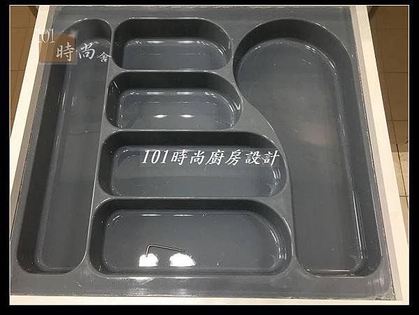 @不鏽鋼檯面一字廚房設計 廚具工廠直營  作品分享:德惠街陳公館(98).JPG