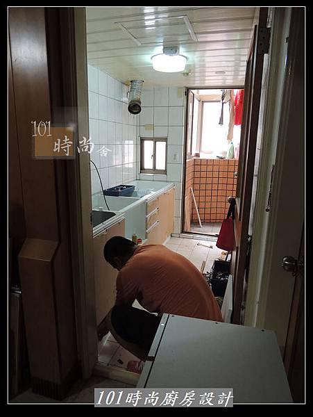 @人造石檯面一字廚房設計 廚具工廠直營  作品分享:三重羅公館(16).jpg