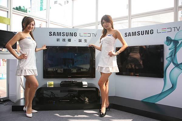 Samsung LED TV相較於同尺寸的傳統LCD高畫質電視,耗電減少40%以上,亦內建最佳化節能模式,讓頂級畫質更環保.jpg