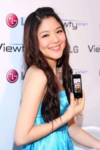 LG Viewty smart & 凱渥名模何宛庭.jpg