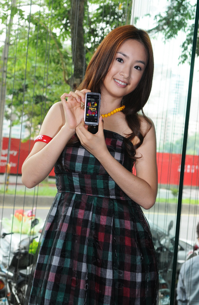 XpressMusic 為最貼近台灣年輕人生活的音樂手機.JPG