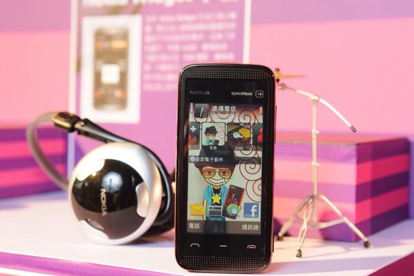 搭載2.9吋超大全觸控高彩螢幕的 Nokia 5530 XpressMusic.JPG
