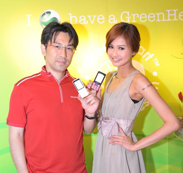 Sony Ericsson行銷總監黃怡超與伊琳名模.JPG