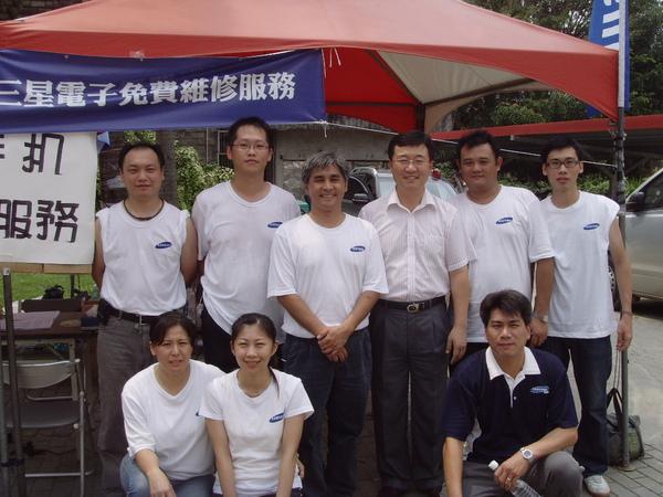 台灣三星不只挺進災區,提供受災戶最「貼心」的各項維修服務.JPG