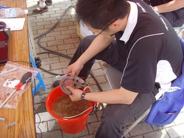 台灣三星電子提供災區現場維修服務,無論產品是否在保固期內,工資、零件皆完全免費維修.JPG