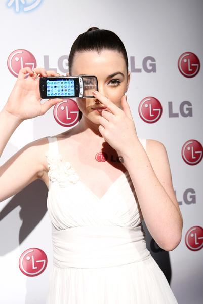model 展示LG  GD900 Crystal 新機(2).jpg