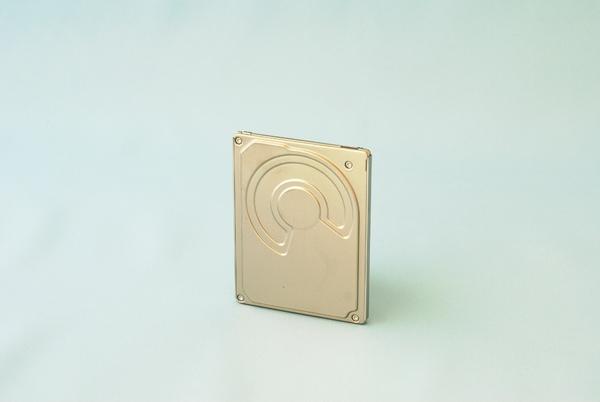 TOSHIBA推出單碟容量高達160GB的1.8吋硬碟,具獨步全球的5mm輕薄厚度與超靜音、低耗電特色。.JPG