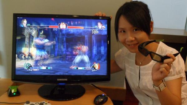 Samsung 3D Monitor 2233RZ 採用16比9寬螢幕搭配,NVIDA GeForce 3D眼鏡,能提供玩家極致感官體驗.JPG