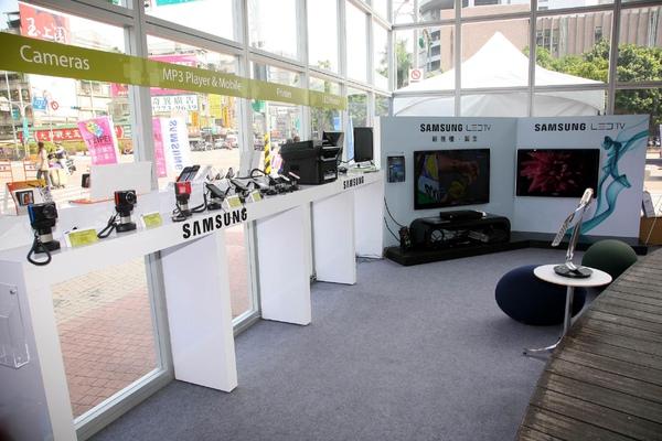 三星「環保產品體驗屋」中展出LED TV、LED Monitor、印表機、手機等多款環保產品,從材質選用、製造過程到功能設計,為消費者提供最高品質的綠環保享受.jpg