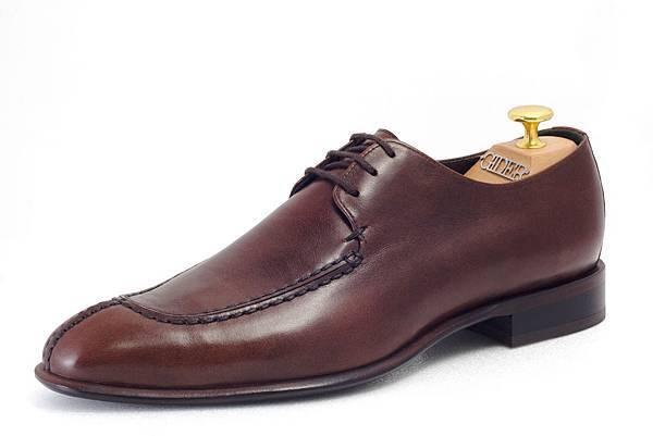 德比鞋款(Derby)定價:NTD 8300