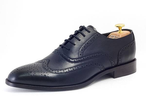 牛津鞋款(Oxford)定價:NTD 8300