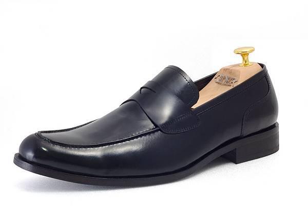 樂福鞋款(Loafer)定價:NTD 7300