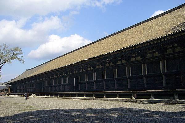 800px-Sanjusangendo_temple01s1408