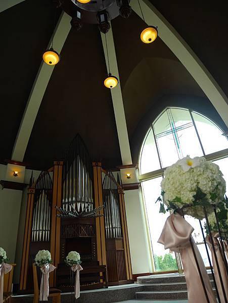 LOTTE HOTEL私人教堂的內部有一組管風琴