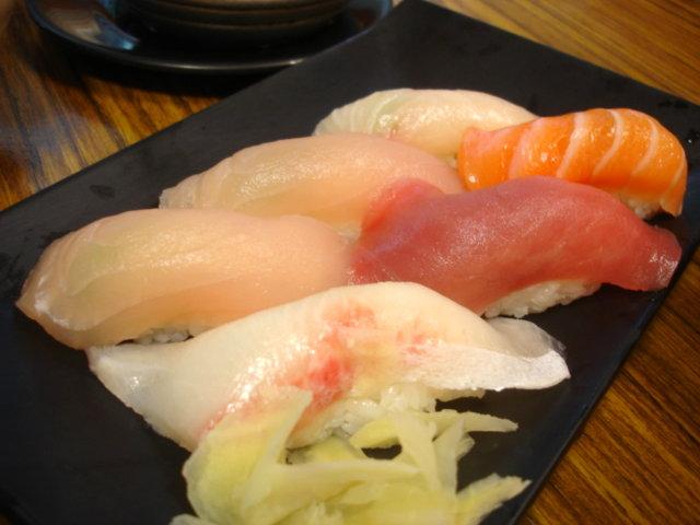 生魚握壽司,110元還是好便宜,老爸叫了兩盤