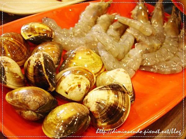 海鮮有蛤蜊跟蝦子