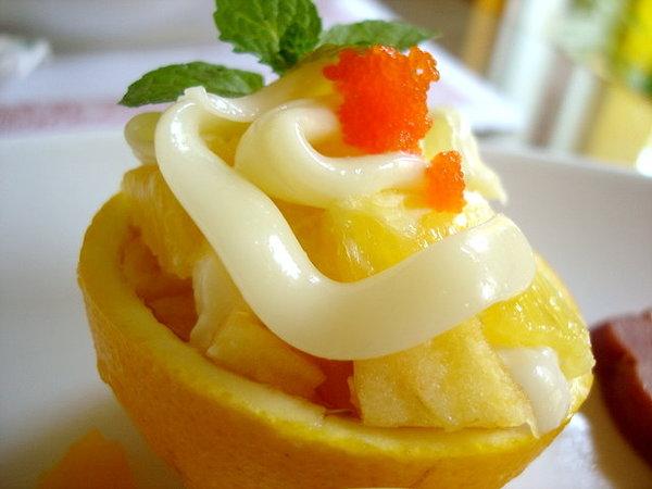 餐點上附的水果小盤