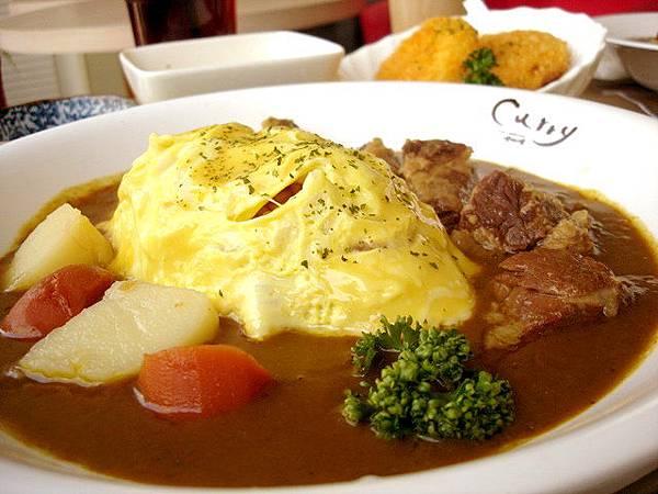 豆點的牛肉歐姆蛋咖哩飯,單點價180圓