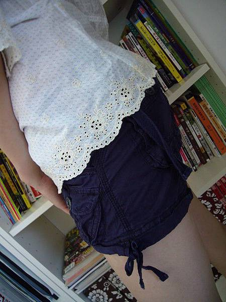 白色小藍點刺繡上衣