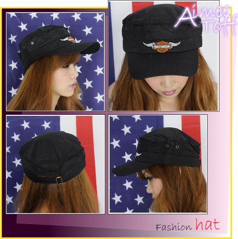 購物中心兩頂299元的Aimee Toff圖徽羽白翅膀尊氣軍帽