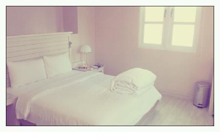 room in sweet white tone