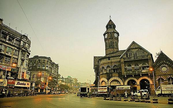 印度:寶萊屋之家、世界最擁擠的火車.jpg