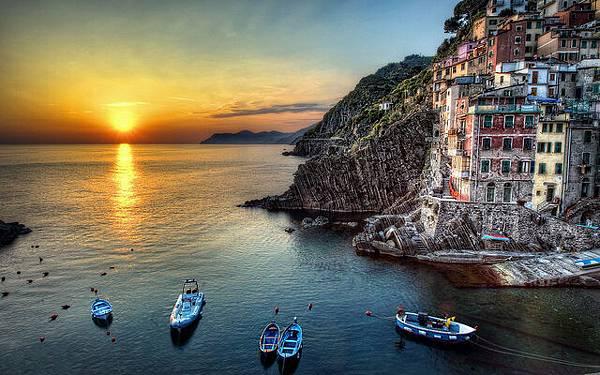 馬納羅拉:懸崖上的意大利彩色小鎮2.jpg