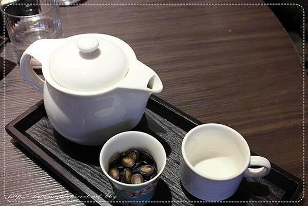 阿樊點的應該是普洱茶220元