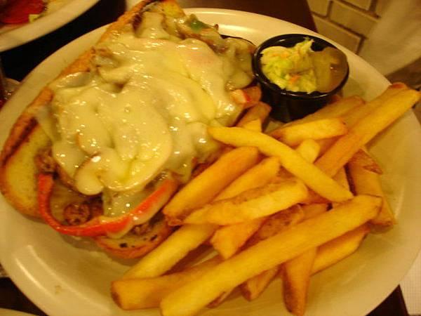 愛妾點的費城起司牛肉Philly Steak,280元,不是漢堡是長條形三明治