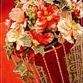 紅地毯旁立著的花