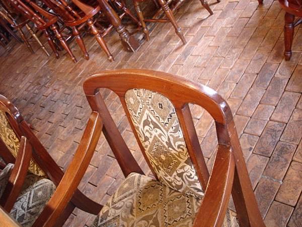 椅子與地板