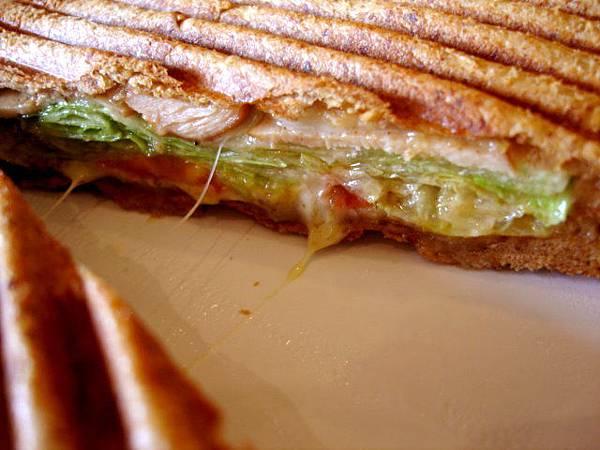 我怎麼沒有點起司蘑勒三明治呢!
