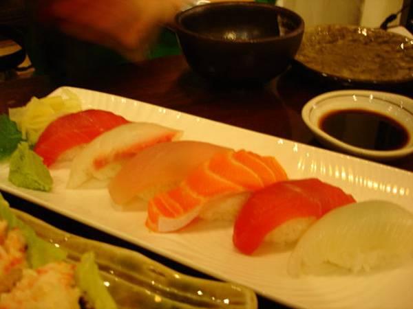 綜合握壽司,220圓