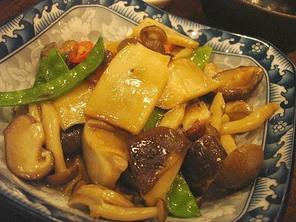 蒜香炒菇菇,150圓,很蠢的名字