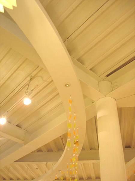 天花板也有挑高喔