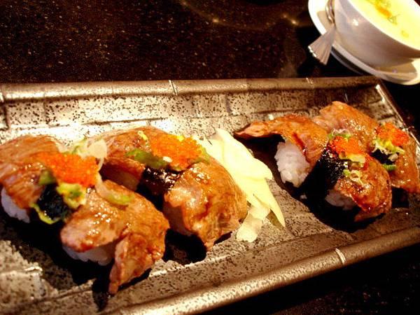 飯食,有U.S牛腩麵以及極黑和牛握壽司四粒可選