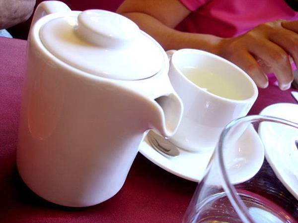 李媽點熱的香柚茶