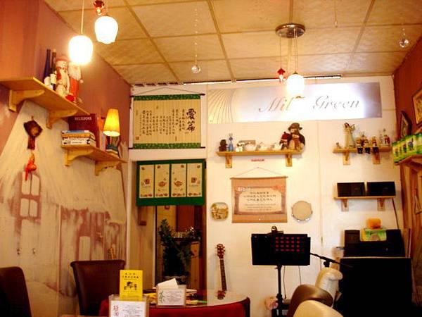 09' 08' 17 馬臉回台灣,我們約吃中餐,她好心的遷就我而選離我家裡近的餐廳