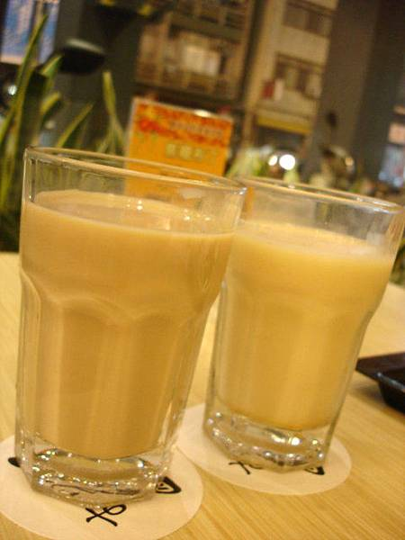 一杯奶茶一杯奶綠