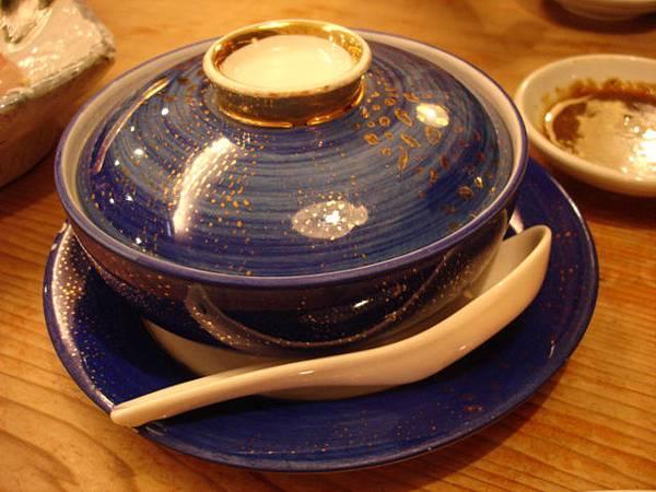 1500元套餐裡頭的吸物:金湯排翅
