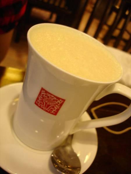 Rita點的熱茉香奶茶,非附餐飲料的話可以折抵30元,折抵後45元