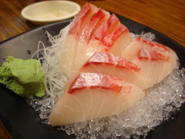 海鱺生魚片,由於現在漁獲量減少,這個之前好像一盤110-120元現在變為135元