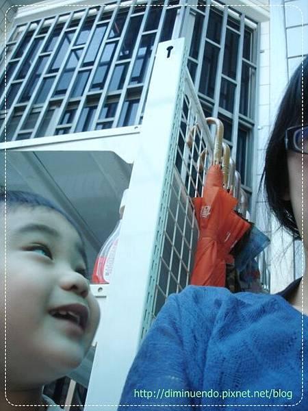 2010' 11' 18 老媽朋友來找,她的孫子佑佑也跟來