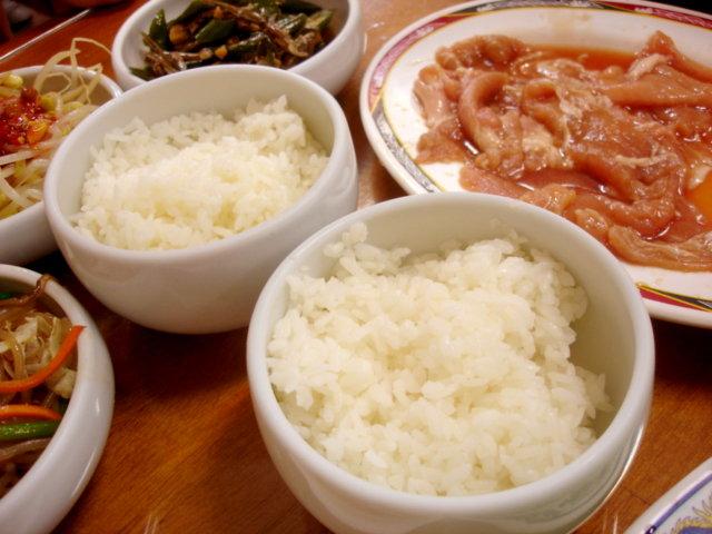 韓國烤肉附的兩碗白飯