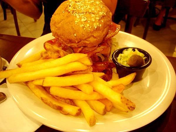 Claire學妹點的漢堡先生Mr. Burger,240元