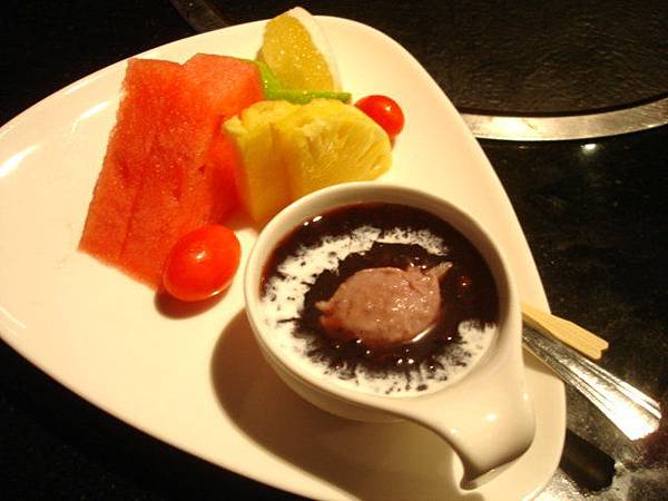 我的甜點:水果佐紫米