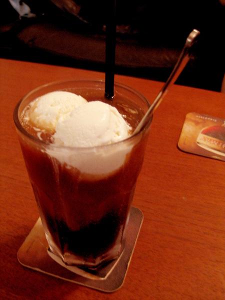 賴凡點的冰淇淋紅茶100元